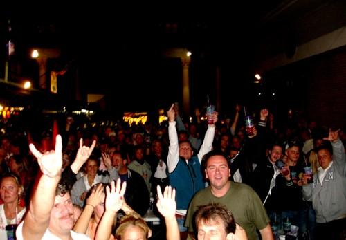 http://www.davehawthorn.com/Fair2006/site/Fans41.jpg